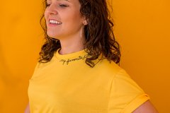 Camiseta My Favorite Color is YELLOW - comprar online