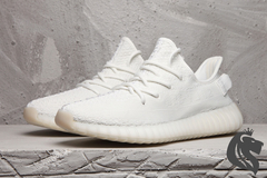 "Adidas Yeezy Boost 350 V2 ""Cream White Triple White"" na internet"