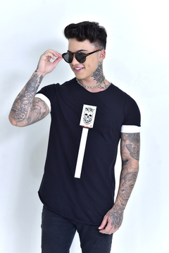 Camiseta Long Line Barba Alfinetes