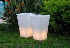 Maceta Luminosa Piramidal 38 Cms Local Plaza Once - comprar online