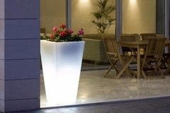 Imagen de Maceta Luminosa Piramidal 38 Cms Local Plaza Once