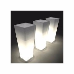 Maceta Luminosa Piramidal 38 Cms Local Plaza Once