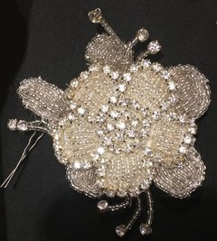 Flor bordada strass plata Estilo Uk9001 en internet