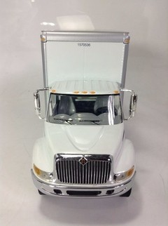 International 4400 - First Gear 1/34 - comprar online