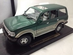 Toyota Land Cruiser (1992) - Road Legends 1/18