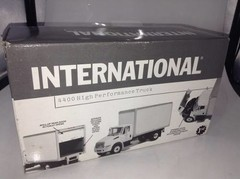Imagem do International 4400 - First Gear 1/34