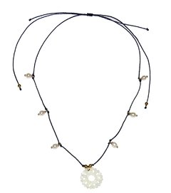 Perla necklace in waxed string, mother of pearl mandala and pearl pendants