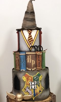 Bolo Fake em Biscuit!! Harry Potter  - Cinara Festas