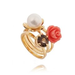 Charming flower arrangement ring set