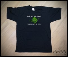 Remera Star Wars Master Yoda (there is no try)